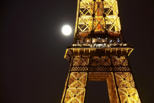 Výstup na Eiffelovu věž, Champ de Mars, Paříž, Francie